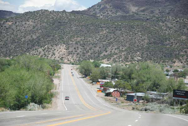 New-Mexico-road-toTaos